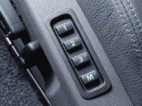 Электрические регулировки сидений водителя и переднего пассажира с запоминанием регулировок