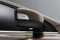 Складываемые боковые зеркала заднего вида с электроприводом и подсветкой