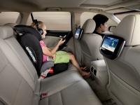 Развлекательная система для пассажиров на задних сиденьях