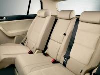 Комфортное, асимметрично разделенное,заднее сиденье