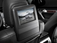 Информационно-развлекательная система для пассажиров на задних сиденьях