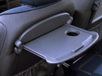Складывающиеся столики в спинках сидений