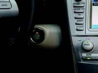 Интеллектуальная система посадки в автомобиль и запуска двигателя