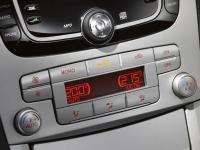 Двухзонный автоматический климат-контроль (DEATC)