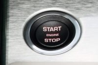 Кнопка запуска двигателя «Старт / Стоп»