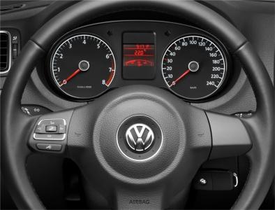 Volkswagen Polo седан. Приборная панель
