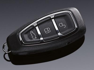 """При Вашем приближении к автомобилю специальные датчики обнаружат  """"присутствие """" ключа."""