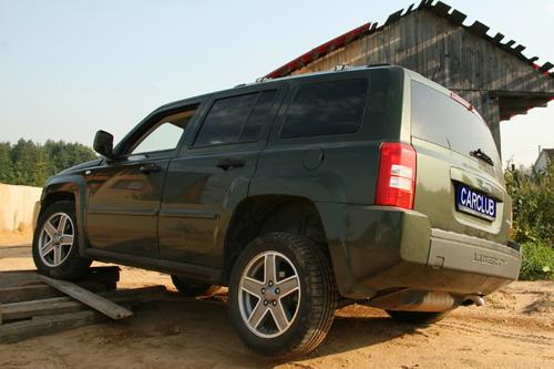 Jeep Liberty. Фото с сайта carclub.ru.