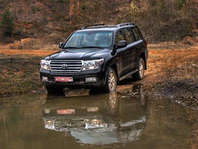 Toyota Land Cruiser 200. Фото Романа Мартынова и Дарьи Сорокиной с сайта AutoWeek.ru.