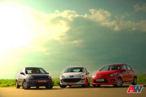 Ford Fiesta, Peugeot 207, Mazda 2. Фото Романа Мартынова с сайта autoweek.ru.