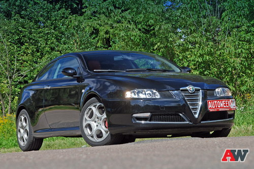Alfa Romeo GT. Фото Романа Мартынова и Василия Заключаева с сайта autoweek.ru.