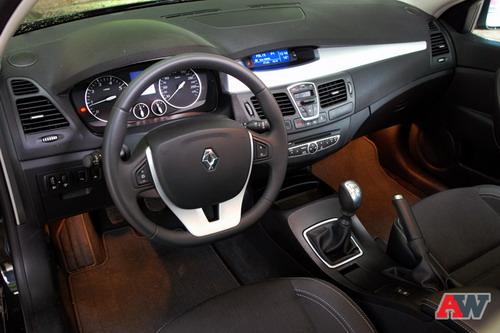 Renault Laguna. Фото Романа Мартынова с сайта autoweek.ru.