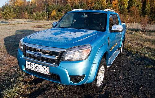 """Представители """"Форда"""" утверждают, что в ходе рестайлинга Ranger """"причесали"""" под корпоративный кинетический дизайн. Однако на деле пикап стал еще больше похожим на своих азиатских конкурентов - Mazda BT-50 и Mitsubishi L200"""