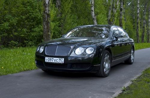 Bentley Continental Flying Spur. Фото Евгении Барановской с сайта autonews.ru.