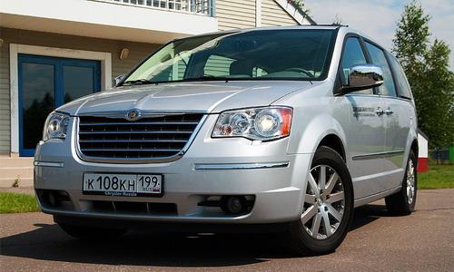 Chrysler Grand Voyager. Фото Екатерины Шадиевой с сайта autonews.ru.