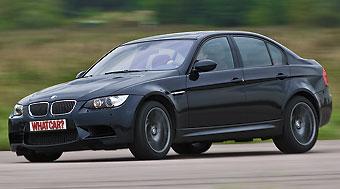 BMW M3 наваливается мощно, но не грубо. А главное, благодаря «механике» с очень информативным приводом переключения вся тяга может быть доступна в любой момент в любой ситуации. Даже с высоких передач на малой скорости седан М3 набирает ход бе