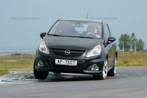 На гоночном треке Opel Corsa OPC радует мотором и управляемостью, но для агрессивной езды ее подвеска подходит плохо . Фото Степана Шумахера с сайта autoreview.ru.