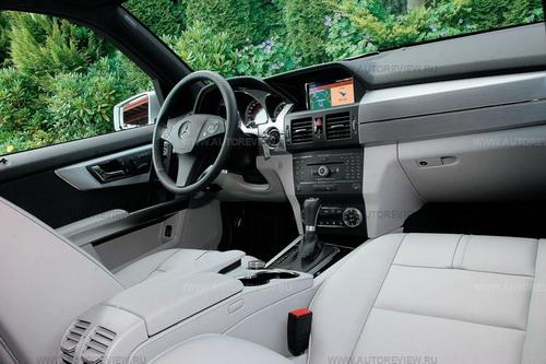 Техно! Рубленые грани гармонично смотрятся только с алюминиевыми или «карбоновыми» вставками.Mercedes-Benz GLK. Фото Юрия Ветрова и Mercedes-Benz с сайта autoreview.ru.