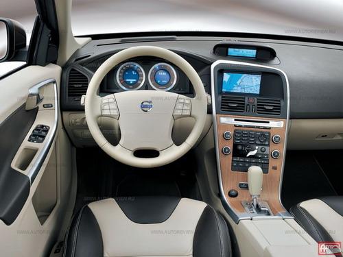Volvo XC60. Фото Юрия Ветрова и Volvo с сайта autoreview.ru.