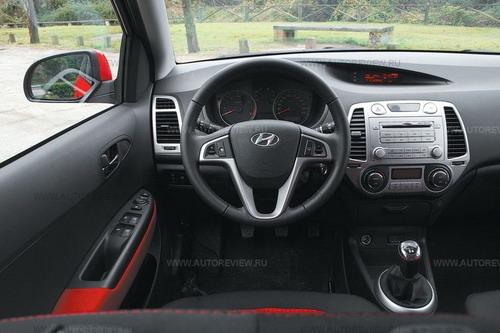Салон современнее, чем, скажем, у Chevrolet Aveo, но качество отделки осталось бюджетным . Фото Никиты Гудкова с сайта autoreview.ru.