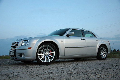 Chrysler 300C SRT8. Фото с сайта autorating.ru