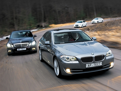 Mercedes-Benz E350 4Matic, BMW 535i, Audi A6 3.0 TFSI и Lexus GS 350 AWD. Фото Степана Шумахера с сайта autoreview.ru