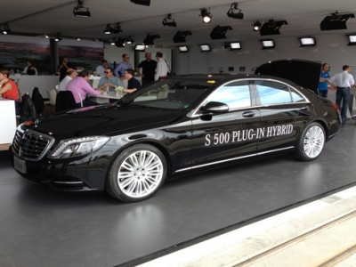 New Mercedes E 350e plug-in hybrid 2017 review | Auto Express